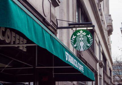 Co ma wspólnego sukces Starbucksa z nawykiem silnej woli?